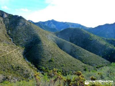 Axarquía- Sierras de Tejeda, Almijara y Alhama; mejores rutas senderismo madrid; ropa tecnica de mo